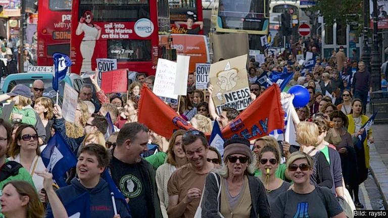 2013 gick brittiska lärare ut i strejk mot bland annat frysta löner och försämrade villkor. Arkivbild.