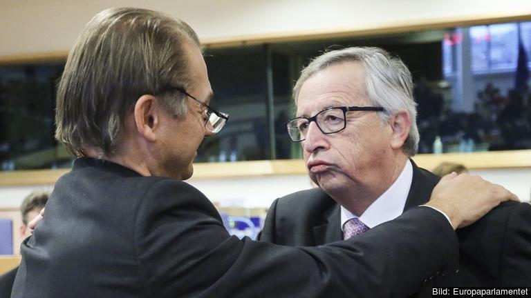 Den gröne EU-parlamenarikern Philippe Lamberts i samtal med EU-kommissionens ordförande Jean-Claude Juncker. Arkivbild.