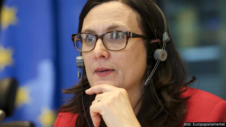 EU:s handelskommissionär Cecilia Malmström lyssnar i EU-parlamentet och ska under våren presentera ett förslag om förändring av investeringsskyddet ISDS.