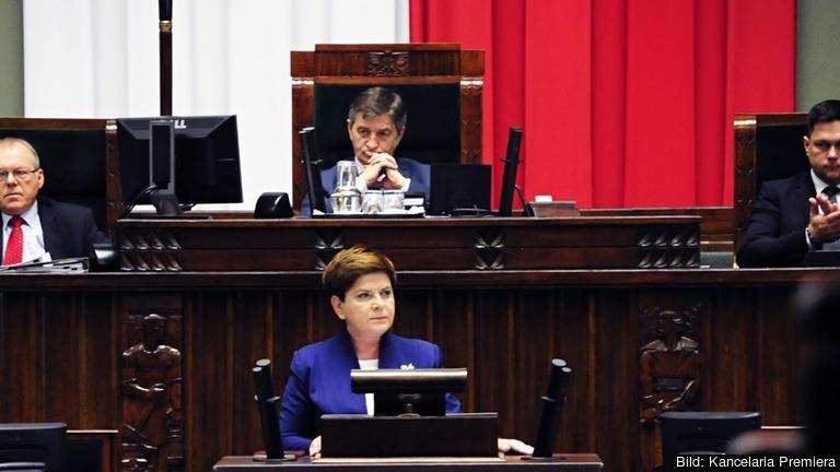 Den polska premiärministern Beata Szydło under fredagens debatt i landets parlament.