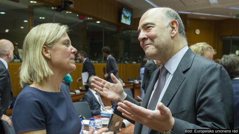 Finansminister Magdalena Andersson och skattekommissionär Pierre Moscovici under onsdagens möte. Arkivbild.