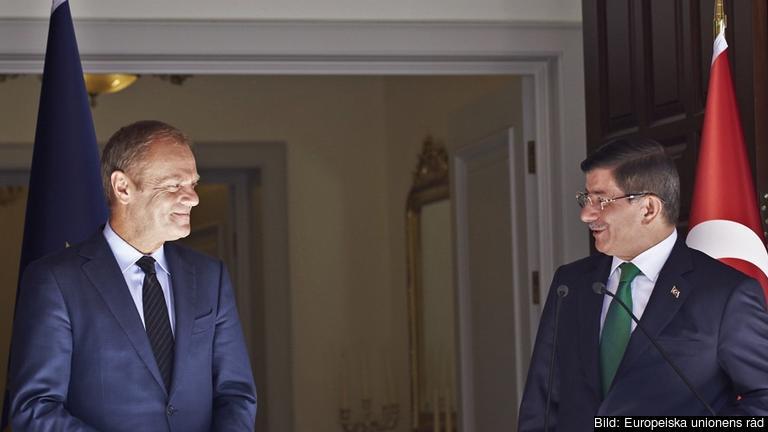 Europeiska rådets ordförande Donald Tusk och Turkiets premiärminister Ahmet Davutoğlu. Arkivbild.