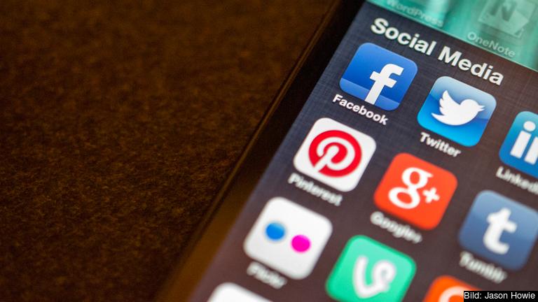 Nätjättar som Facebook och Google föreslås få betala till medieföretag när folk klickar på länkar till upphovsrättsskyddat material.