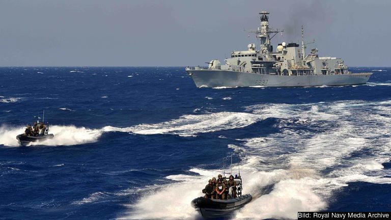 EUNAVFOR MED består av fyra skepp, fyra flygplan och drygt 1 318 personer från 22 europeiska länder.