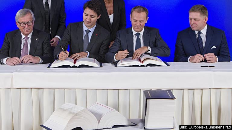 Handelsavtalet Ceta mellan Kanada och EU undertecknades på söndagen i Bryssel.