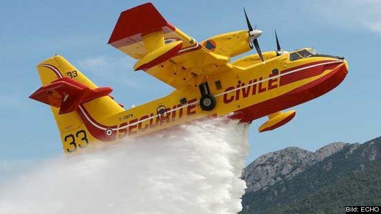 Brandflyg av samma typ som Italien och Frankrike skickat till Sverige.