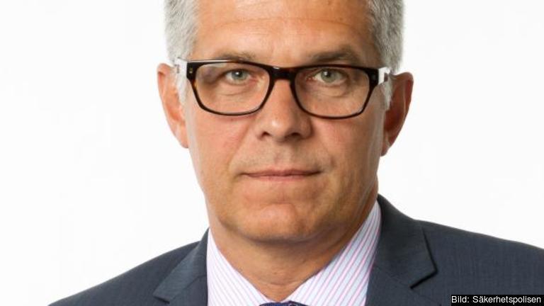 Säkerhetspolischef Anders Thornberg har beslutat att höja hotnivån när det gäller terrorism riktad mot Sverige.