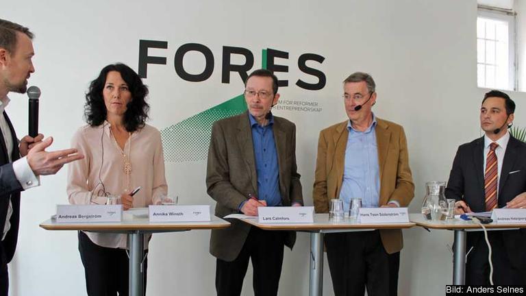 Från vänster:  Andreas Bergström, Annika Winsth, Lars Calmfors, Hans Tson Söderström och Andreas Hatzigeorgiou.
