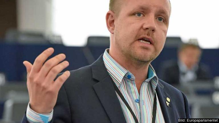 Centerpartiets Europaparlamentariker Fredrick Federley är oroad att borttagandet av roamingavifter för telefonsamtal äventyras.