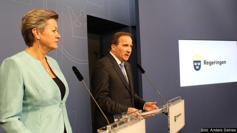Arbetsmarknadsminister Ylva Johansson och Stefan Löfven under tisdagens presskonferens.
