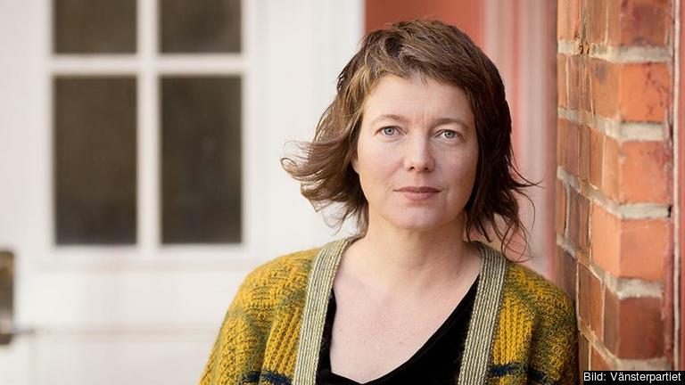 Europaparlamentariker Malin Björk (V) är oroad över vart EU:s flyktingpolitik är på väg och vill ha besked från regeringen.