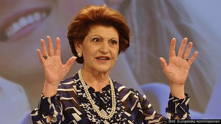 EU:s utbildnings- och kulturkommissionär Androulla Vassiliou kräver minst tio kvinnliga kommissionärer i nästa kommission.