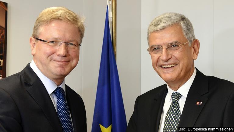 EU:s utvidgningskommissionär Štefan Füle och den turkiske EU-ministern Volkan Bozkır. Arkivbild.