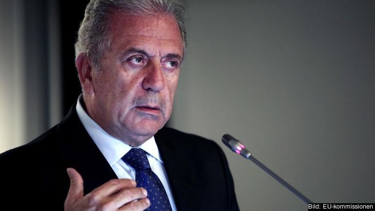 EU:s flyktingkommissionär Dimitris Avramopoulos. Arkivbild.