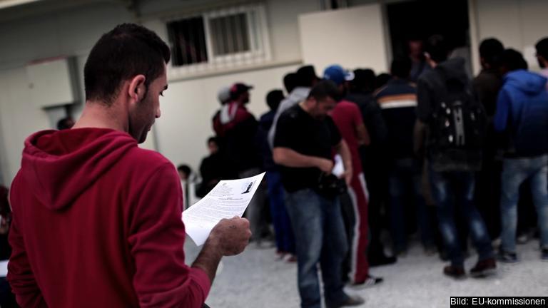Migranter registrerar sig på grekiska Lesbos som en del av EU:s nuvarande asylsystem. Arkivbild.