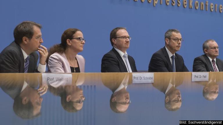 De fem medlemmarna i det tyska ekonomiska expertrådet, Sachverständigenrat. Arkivbild.