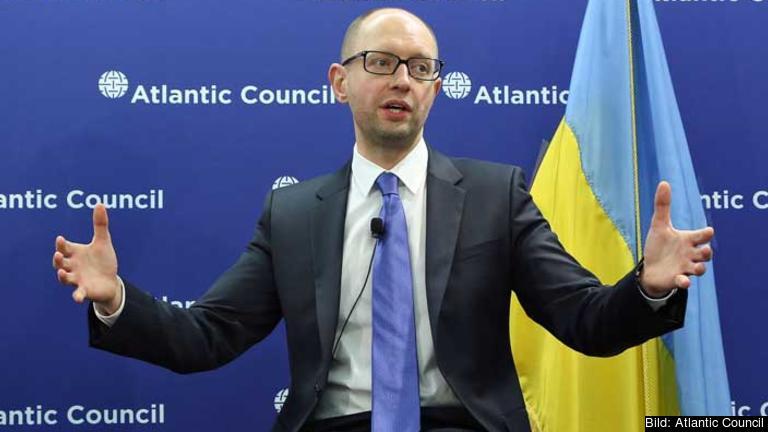 Ukrainas premiärminister Arsenij Jatsenjuk vädjar till EU och USA att agera. Arkivbild.