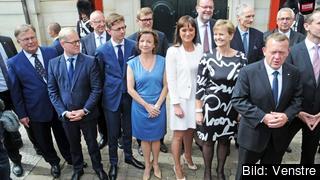 Delar av den nya danska regeringen. Statsminister Lars Løkke Rasmussen längst fram till höger.