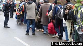 Flyktingar vid gränsövergång mellan Österrike och Tyskland. Arkivbild.