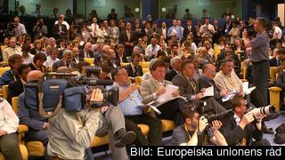 Journalister i ministerrådets presskonferensrum. Arkivbild.