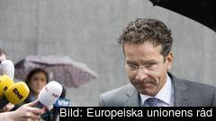 Eurogruppens ordförande Jeroen Dijsselbloem på väg in till måndagens möte.