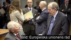 Tysklands finansminister Wolfgang Schäuble i samtal med sin italienske kollega Pier Carlo Padoan. Arkivbild.