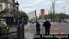 Polis bevakar uppgången vid  Europaportalens närmaste tunnelbanestation Mérode, två stopp från den attackerade stationen Maalbeek nära EU-kvarteren.